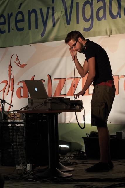jazzb2013039